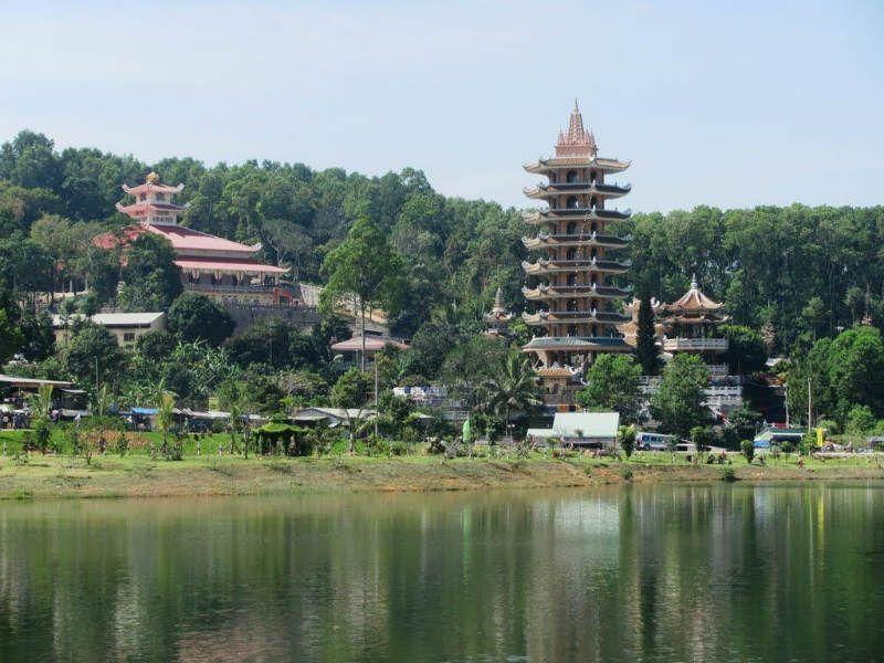 Hồ Cấm Sơn