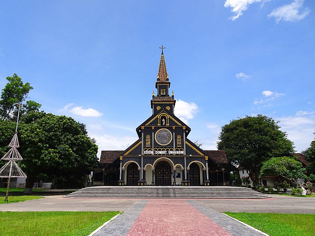 Nhà thờ Gỗ - vẻ đẹp đi cùng năm tháng