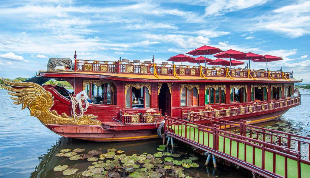 Chiêm ngưỡng cảnh đẹp sông Hương xứ Huế cùng Ngự thuyền Long Quang post image