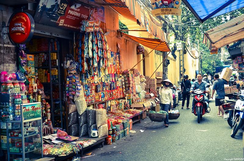 Truyền thống bày hàng ra bán của người dân Hà Nội 36 phố phường hàng trăm năm nay