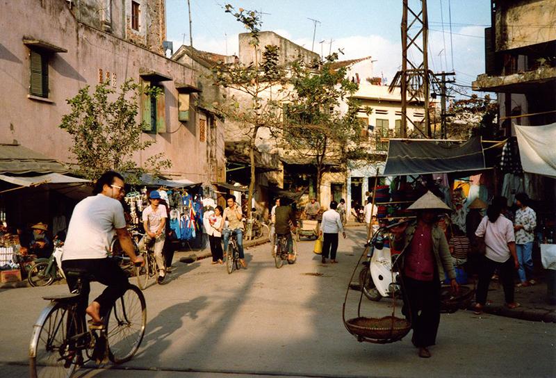 Cảnh sinh hoạt bán buôn ở Hà Nội 36 phố phường