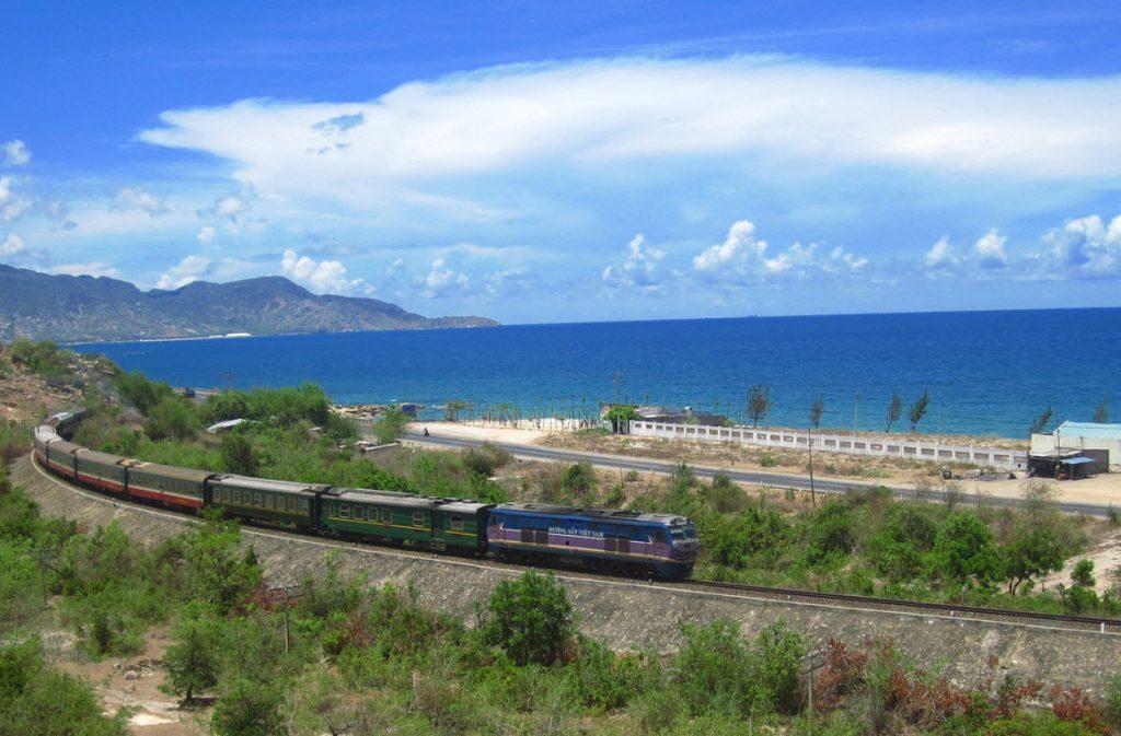 Đến Động Phong Nha bằng tàu hỏa