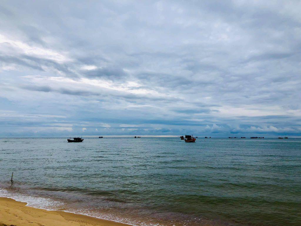Hình ảnh bãi biển Nhật Lệ Quảng Bình Việt Nam đẹp hoang sơ vô cùng ấn tượng post image