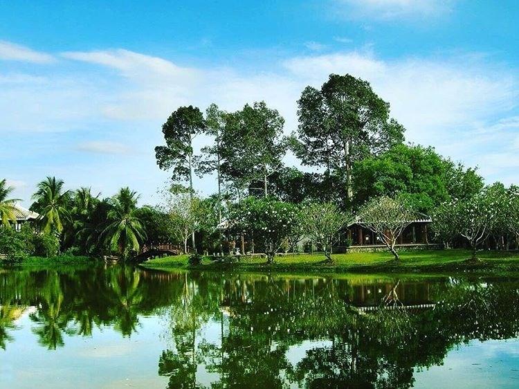 Nằm ẩn mình trong một con đường đá nhỏ nên ít ai biết rằng ở Sài Gòn lại có một không gian yên tĩnh thế này