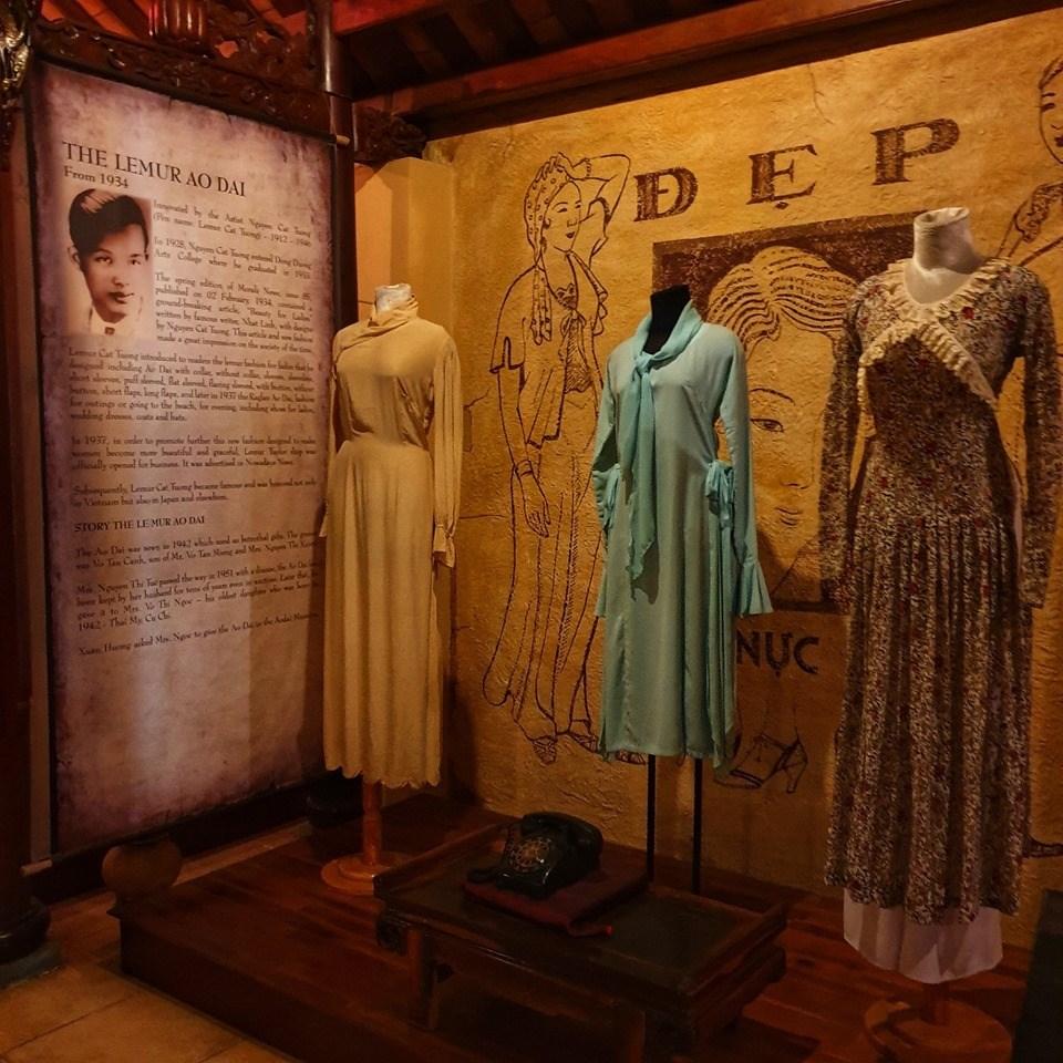 Câu chuyện lịch sử của chiếc áo dài đều được Sỹ Hoàng khéo léo lồng vào giúp du khách hiểu rõ hơn về sự phát triển của áo dài