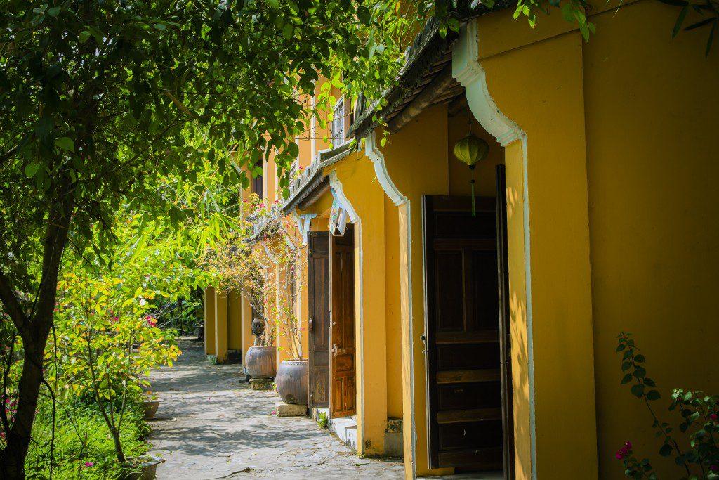 """Chao đảo view đẹp mê hồn của """"Hội An thu nhỏ"""" ngay Bảo tàng Áo Dài tại Sài Gòn thumbnail"""