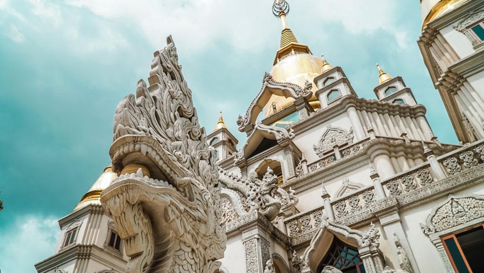 Cận cảnh hình rồng được điêu khắc tinh xảo tại chùa Bửu Long