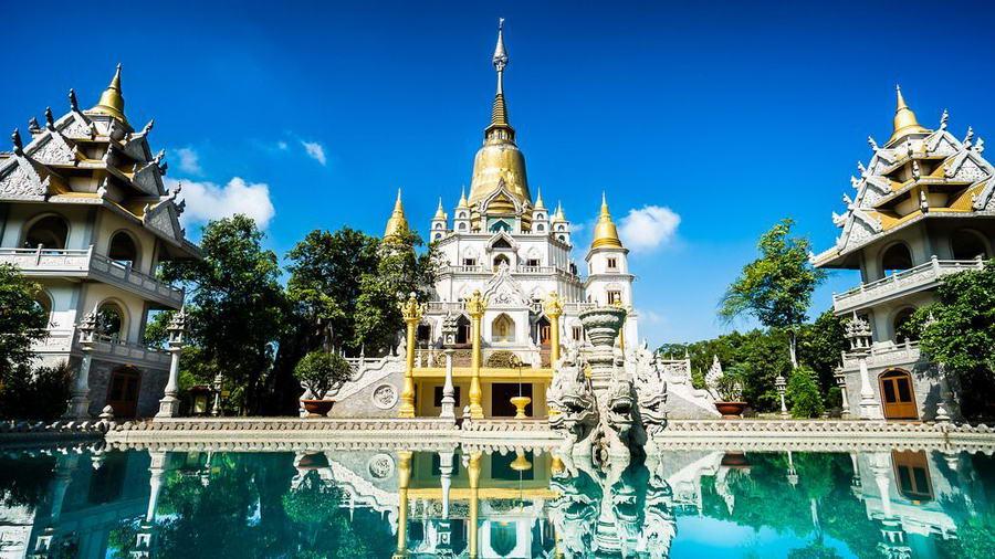Đến chùa Bửu Long bạn sẽ phải ngỡ ngàng trước vẻ đẹp tựa như những ngồi chùa ở Bangkok Thái Lan