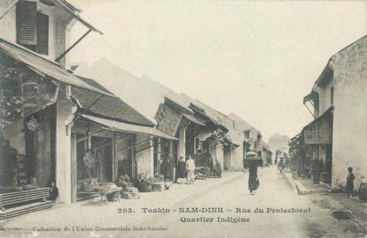 Các phố Hàng Nâu, Hàng Bát, Hàng Mâm, Hàng Song thời Pháp thuộc. Nay là phố Minh Khai