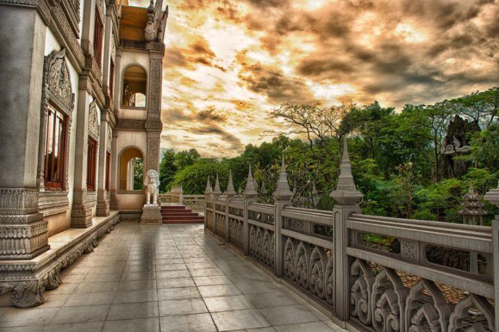 Có rất nhiều background sống ảo được nhiều bạn trẻ lựa chọn khi có cơ hội ghé chùa Bửu Long