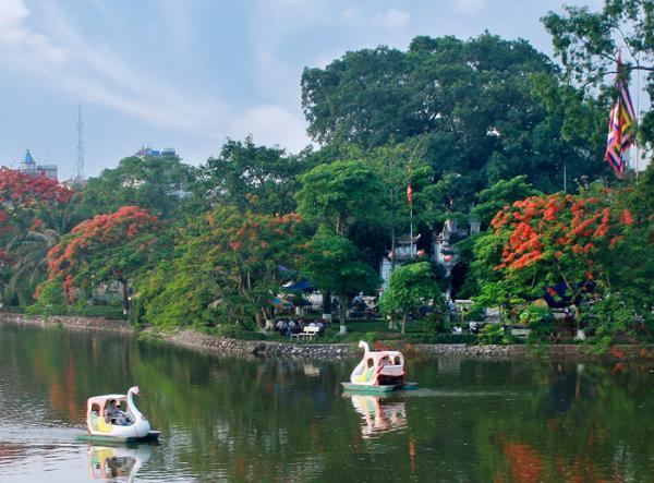 Thả hồn thư giãn trên hồ bán nguyệt Hưng Yên