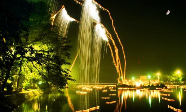 Hồ Bán Nguyệt Hưng Yên