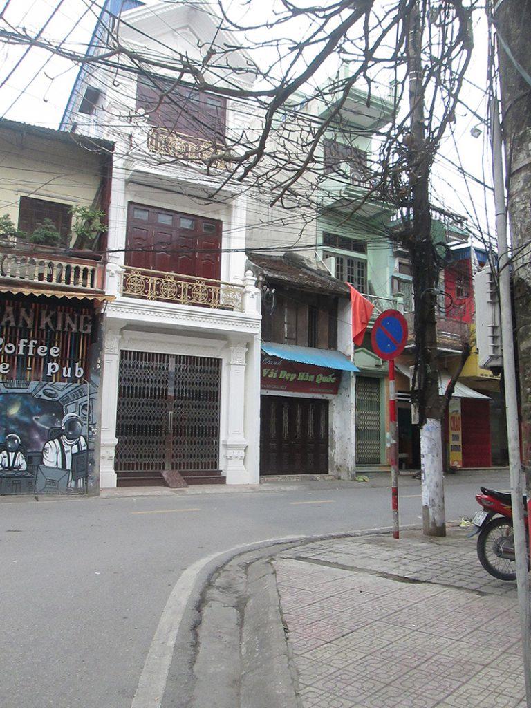 Ngã tư rẽ vào số 106 Minh Khai