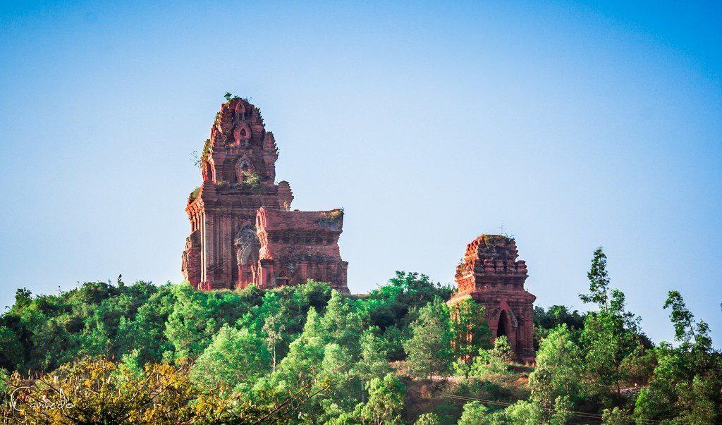 Tháp Bánh Ít – Tháp Bạc - Vẻ đẹp bí ẩn cho kiến trúc của người Chăm ở Bình Định