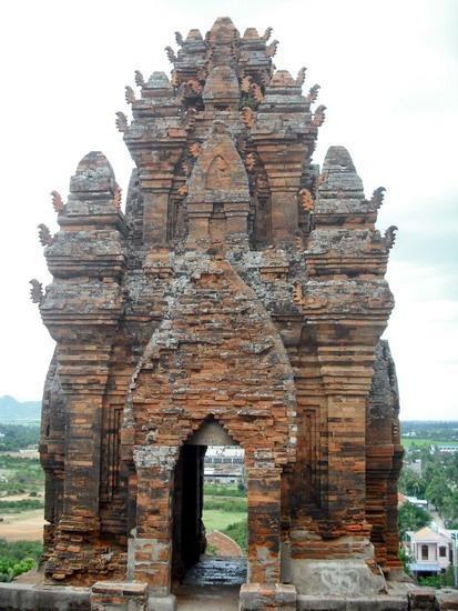 Tháp Cánh Tiên Tháp Đồng - hướng chính diện