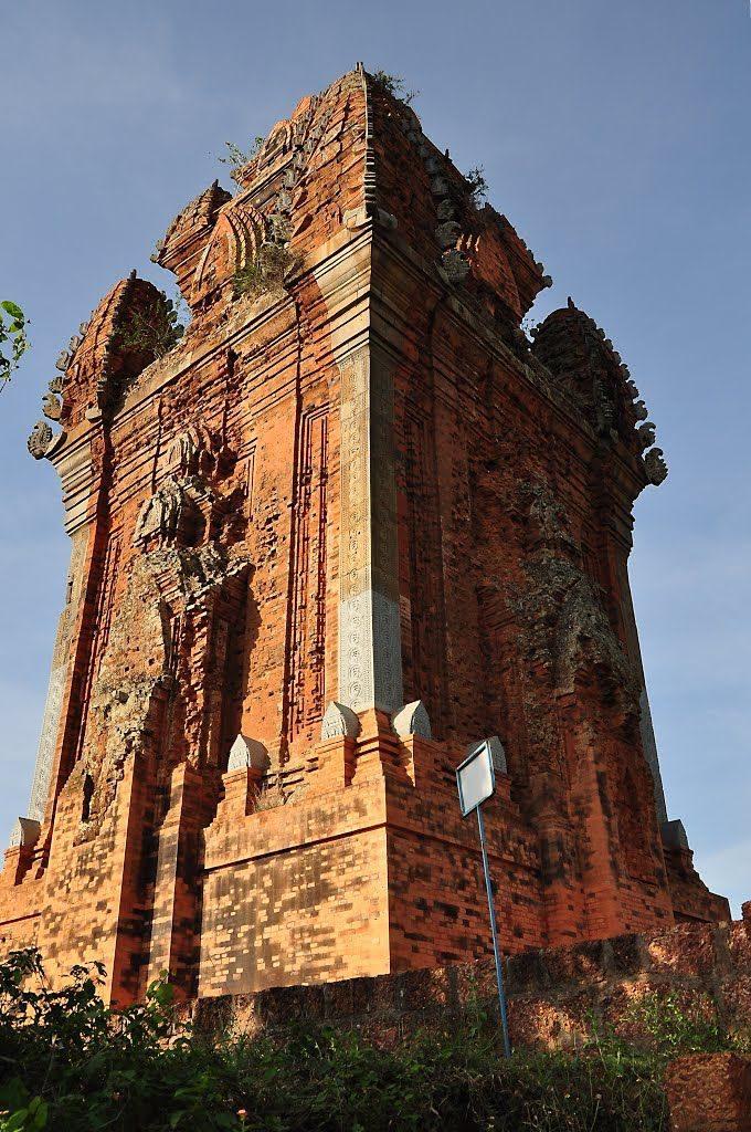 Cận cảnh tháp Cánh Tiên – Tháp Đồng