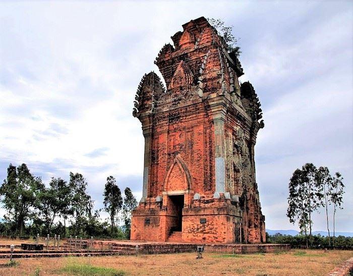 Tháp Cánh Tiên – Tháp Đồng nhìn từ xa