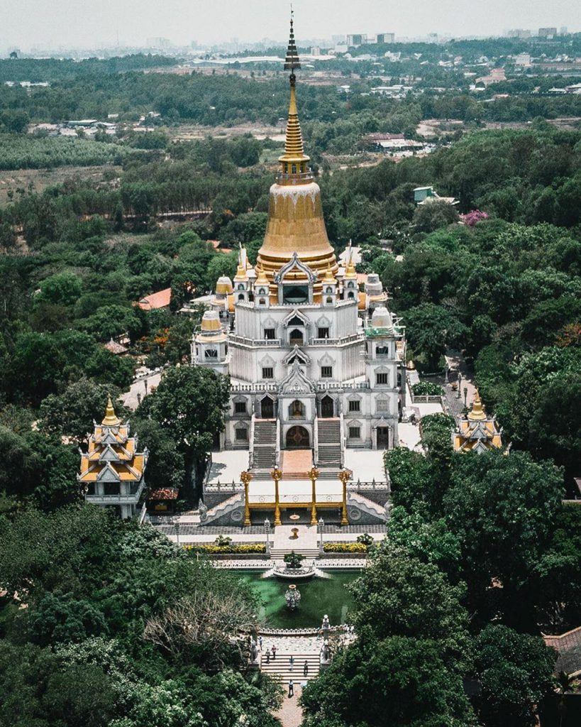Toàn cảnh chùa Bửu Long khi nhìn từ trên cao xuống