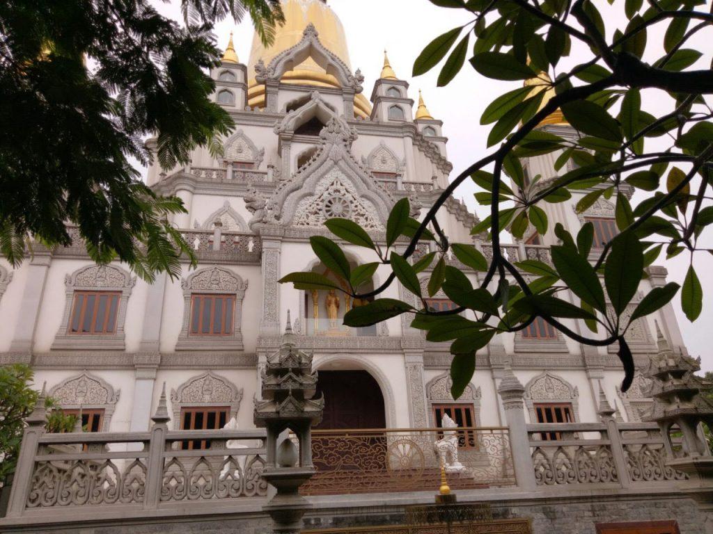 Mọi ngóc ngách tại chùa Bửu Long đều được thiết kế tỉ mỉ, tinh xảo