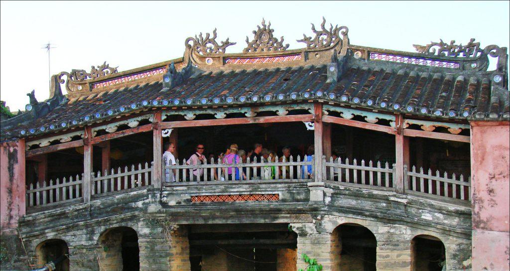 Chùa Cầu hay còn gọi là chùa Nhật Bản.