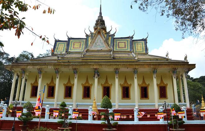 Khu chánh điện của Chùa Hang