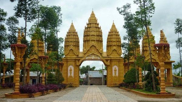 Không gian chùa rộng rãi, thiết kế lộng lẫy làm toát lên sự tôn nghiêm tại nơi đây