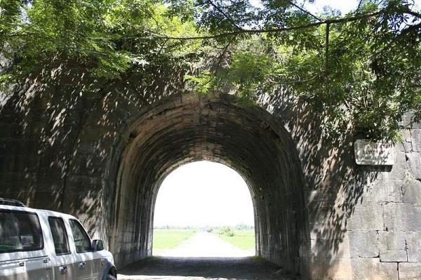 Cổng phía Tây của thành nhà Hồ.