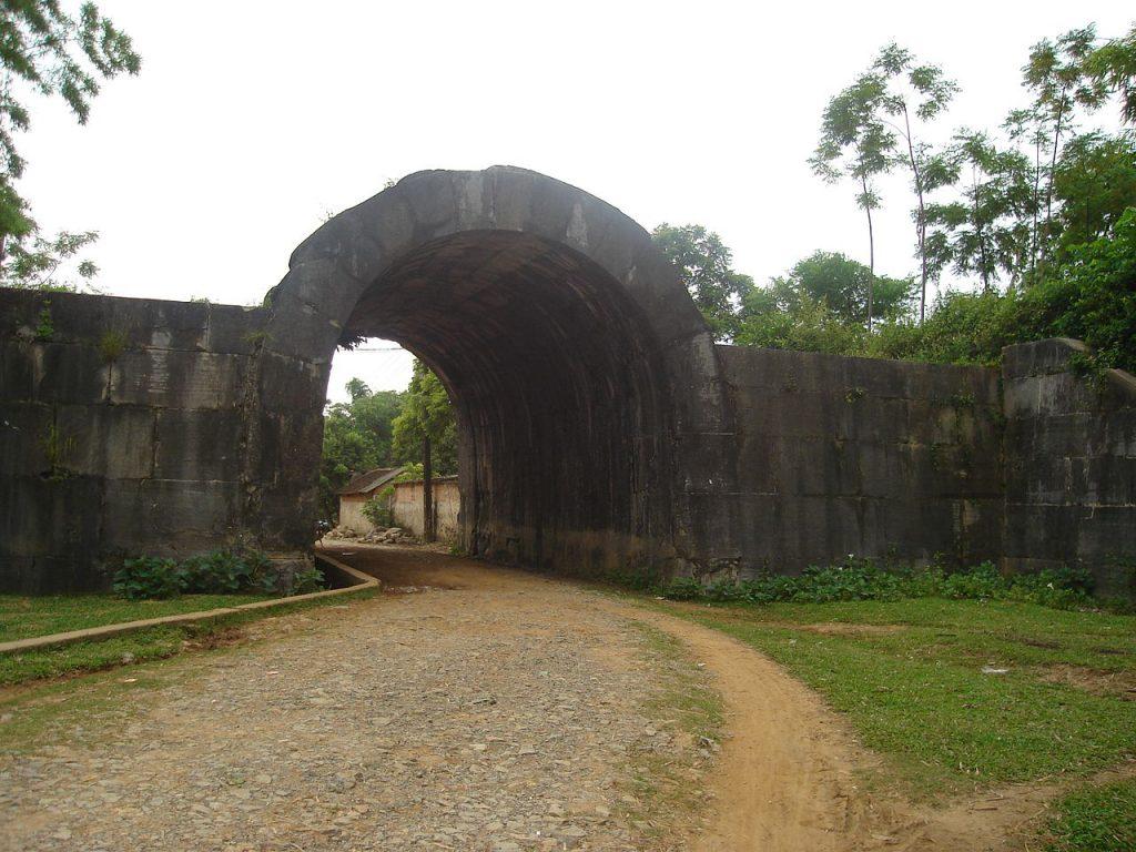 Cổng phía Đông của thành nhà Hồ.