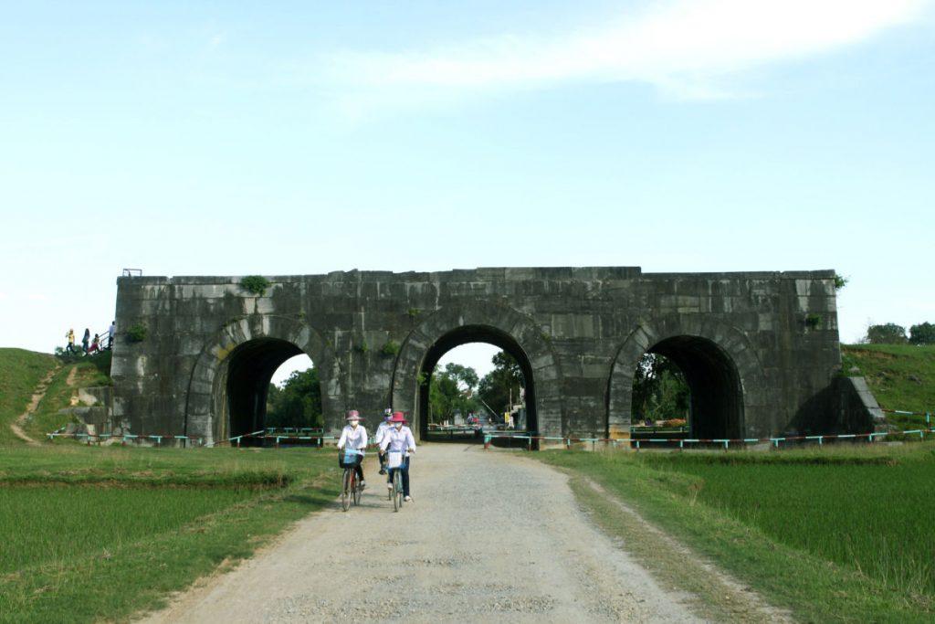 Cổng phía Nam của thành nhà Hồ.