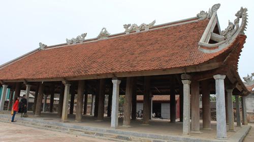 Đình Đông Môn cũng là một trong các di tích cổ của thành nhà Hồ.