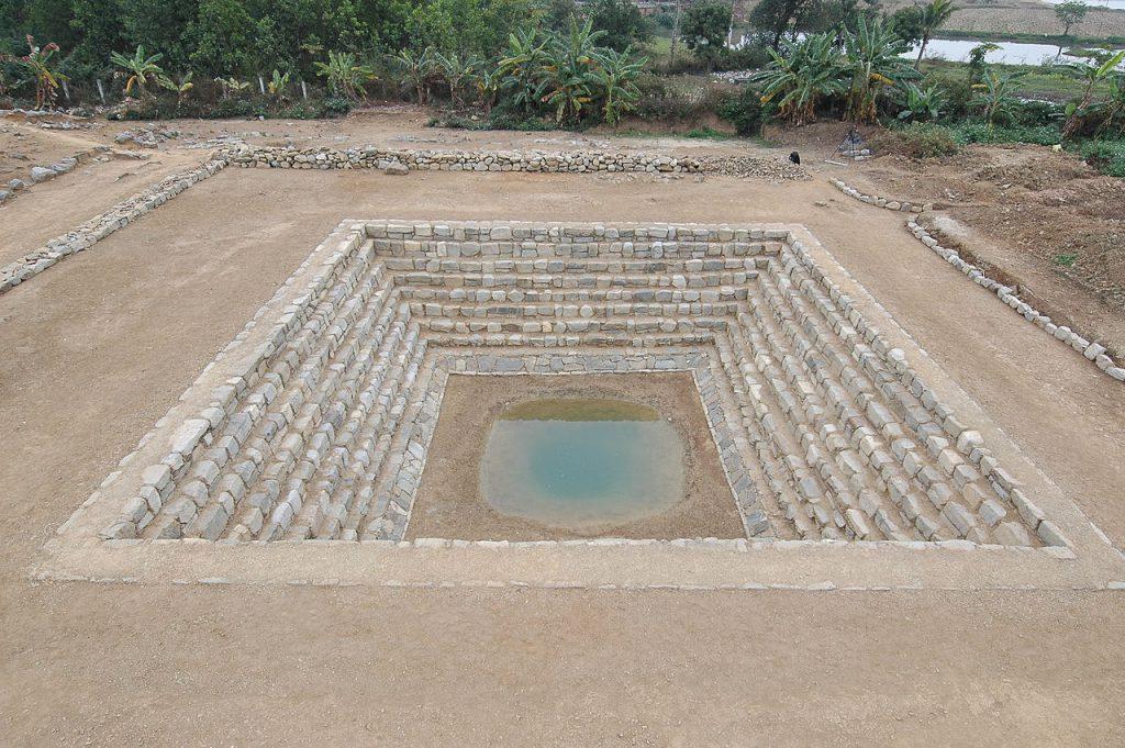 Giếng vua thành nhà Hồ đã ngót 600 tuổi.