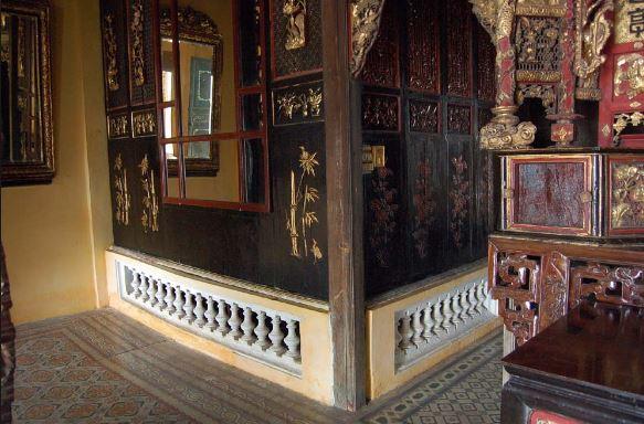 Nhà cổ được làm từ vật liệu chính là gỗ