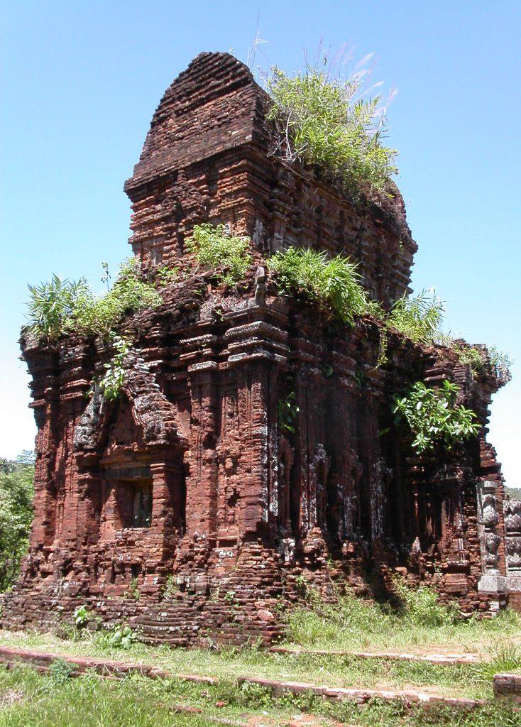 Thánh địa Mỹ Sơn với thiết kế các đầu tháp hình chóp.