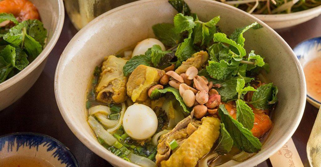Đến thánh địa Mỹ Sơn, ghé Quảng Nam ăn mỳ Quảng.
