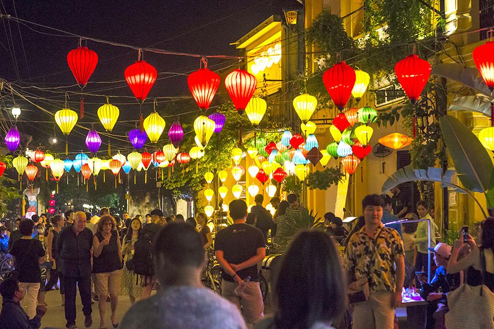 Chợ đêm tại phố cổ Hội An.