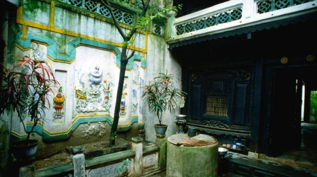 Giếng trời trong nhà cổ Tấn Ký.