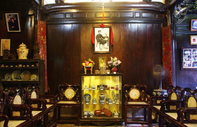 Các đồ vật cổ vẫn được gìn giữ trong ngôi nhà cổ Tấn Ký.