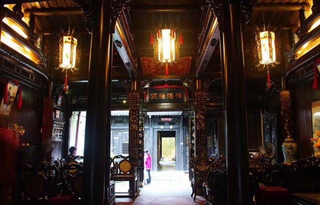 Kiến trúc nhà cổ Tấn Ký.