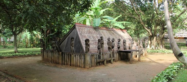 Nhà mồ Giarai