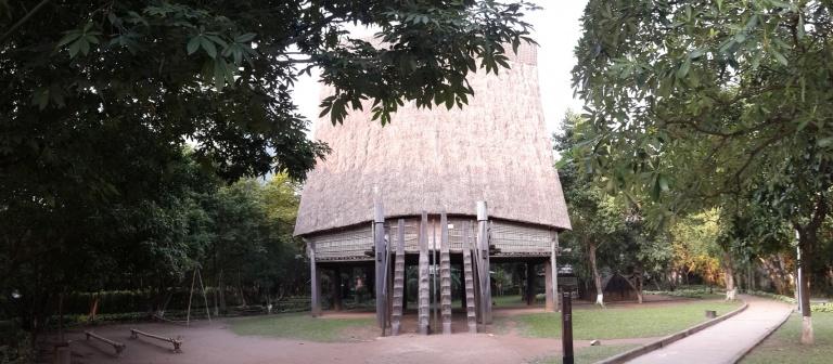 Nhà Rông Bana