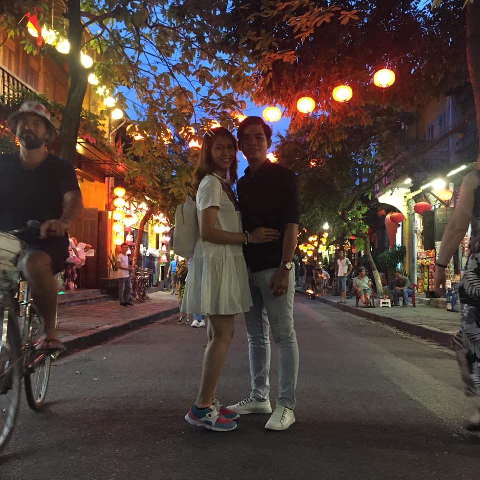 Các lồng đèn được trang trí khắp con đường phố cổ Hội An