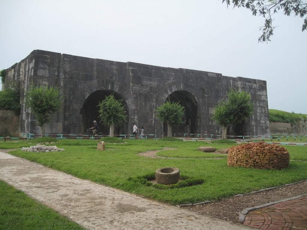 Tham quan di sản văn hóa thế giới thành nhà Hồ.