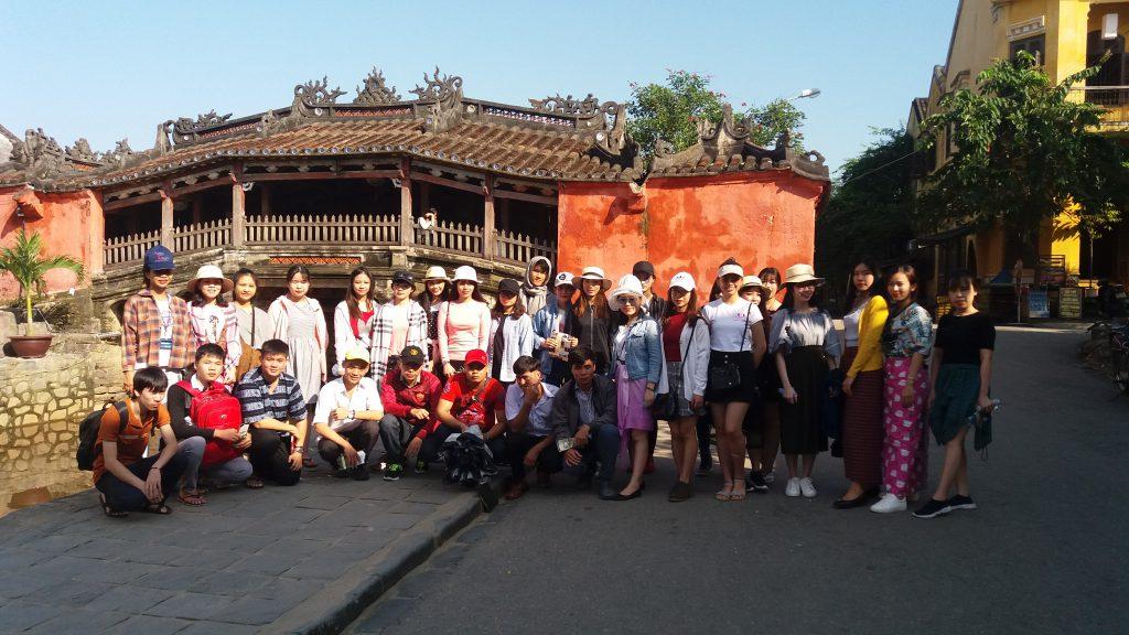 Chuyến đi ngoại khóa của học sinh ở phố cổ Hội An