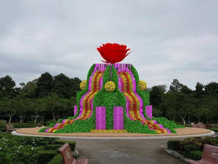 Thác hoa dài và lớn nhất ở làng hoa Sa Đéc