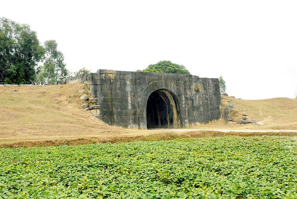Thành nhà Hồ theo thời gian và do chiến tranh tác động, đã gần như bị phá hủy.