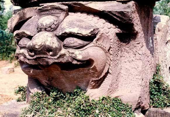 Bệ tượng sư tử đội tòa sen