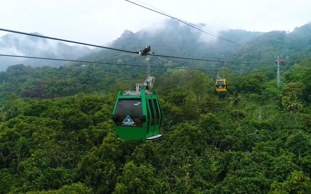 Từ trên cao ngắm trọn mọi vẻ đẹp của cây xanh bao trùm và những công trình đồ sộ nổi tiếng.