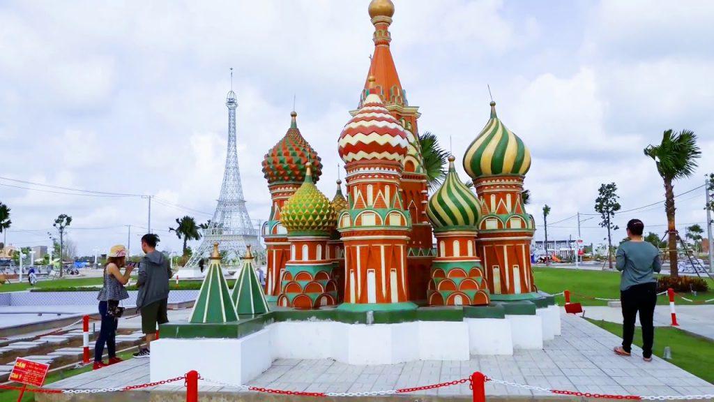 Điện Kremlin của Nga tại công viên 7 kỳ quan thế giới.
