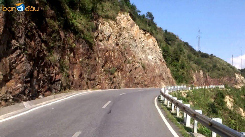Đường đi đến rừng xanh Madagui.