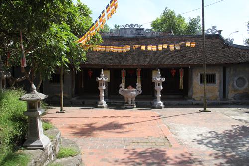 Một góc bên trong chùa Hiến